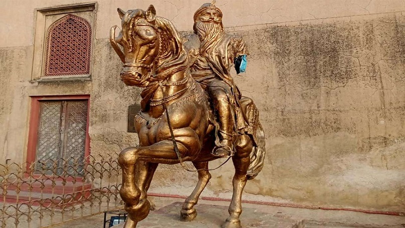 Rich result son google SERP when searching for 'Ranjit Singh's statue'
